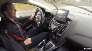 A Ford apresentou a tecnologia para imprensa em uma pista na Bélgica