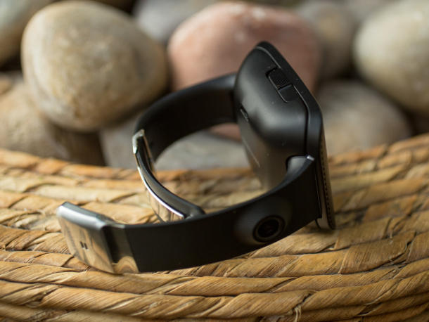 samsung-galaxy-gear-32_610x458