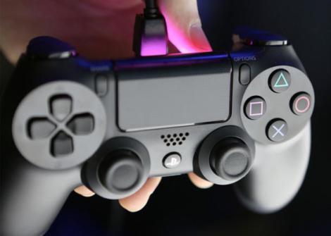 Imagem do controle do ps4 antes de Comprar o Xbox One ou o PS4