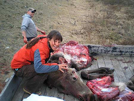 O removedor de animais precisa ter sangue frio para ecarrar essa parada