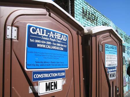 limpador de banheiros químicos é um dos piores empregos do mundo