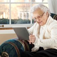 A saúde dos idosos na tela do celular