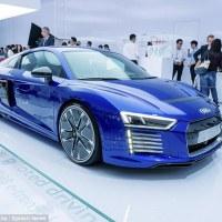 Audi revela R8 e-tron o supercarro que não precisa de motorista