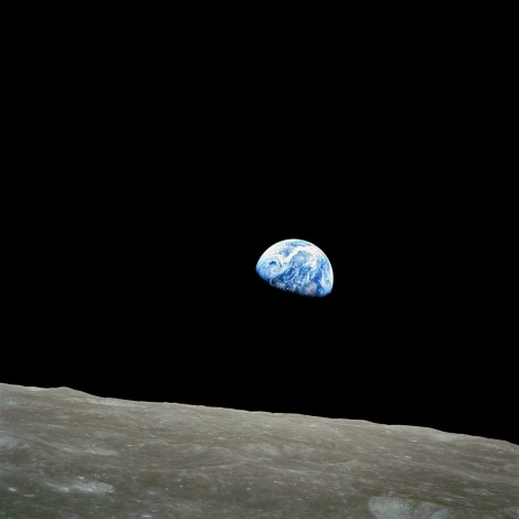 A terra nascendo vista da lua