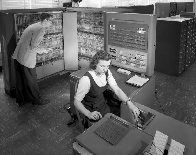 IBM 704 no NACA em 1957