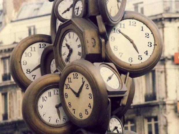 Tempo fica mais lento quando você alcança o horizonte de eventos - o ponto de não retorno. Crédito: Flickr / Nick
