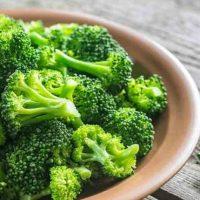 Uma nova e saudável maneira de cozinhar brócolis
